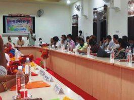 पंचायत समिति प्रधान सकराम चौपडा की अध्यक्षता में आयोजित बैठक में जनप्रतिनिधियों ने अधिकारियों की लगाई क्लास