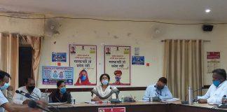 जिला कलेक्टर चिन्मयी गोपाल ने कहा है कि सभी विभाग जनहित के कामों को प्राथमिकता से करें। राज्य सरकार द्वारा की गई बजट घोषणाओं को पूरा करने के लिए विभाग के अधिकारी उनके स्तर पर किए जाने वाले कार्य को समयबद्ध सीमा में करें।