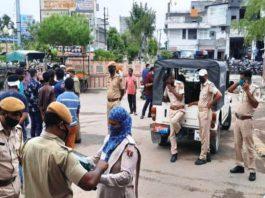 मालपुरा में यातायात व्यवस्था का सुचारू बनाए रखने के लिए की गई कार्रवाई के दौरान तैनात पुलिस जाब्ता