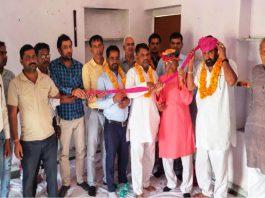 राजस्थान शिक्षक संघ सियाराम की जिला कार्यकारिणी के चुनाव में 11वीं बार चुने जाने पर राजावत का स्वागत करते शिक्षक साथी