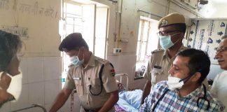 पुलिस शहीद दिवस की स्मृति में मालपुरा अस्पताल में एएसपी बैरवा के नेतृत्व में भर्ती मरीजों को फल वितरित करते पुलिस जवान